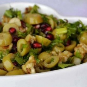 Çeşnili Zeytin Salatası